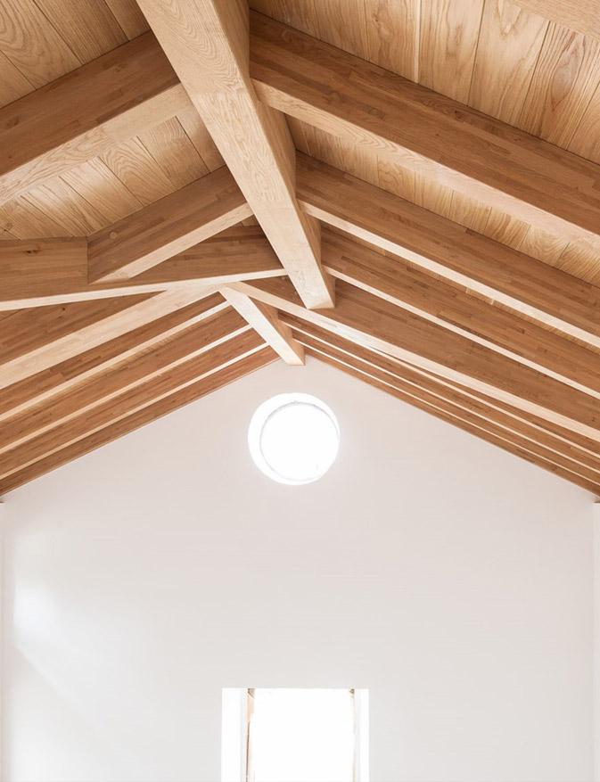 Vivienda unifamiliar, Trentino realizada con VIGAM viga laminada de roble con Marcado CE estructural para una arquitectura sostenible