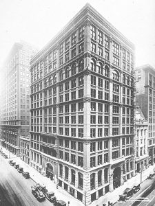 Home Insurance Building por el arquitecto William Le Baron Jenney en Chicago, Illinois.