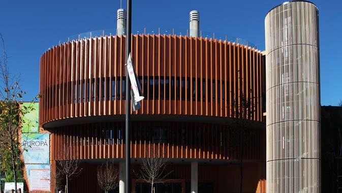 Recubrimiento fachada – Perfiles verticales Accoya. Palacio de congresos Europa
