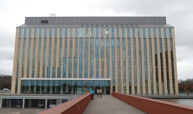 Marcado CE para uso estructural en las vigas laminadas de madera. Muro cortina en Volker Wessels, Netherlands
