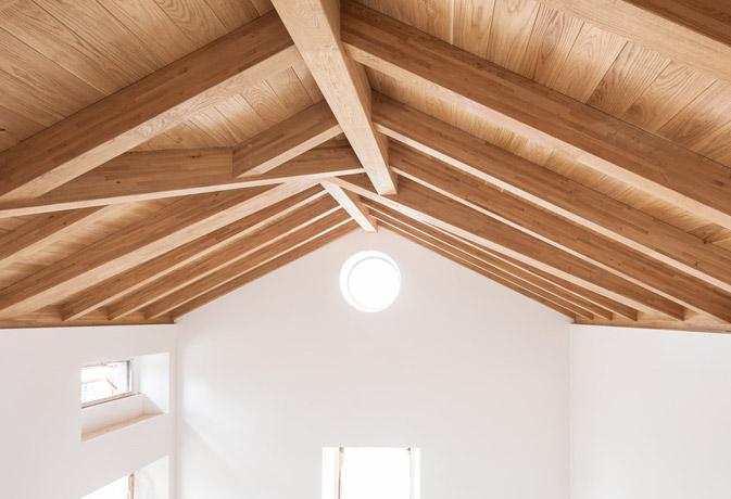 Vivienda unifamiliar, Trentino realizada con viga laminada de roble con Marcado CE estructural para una arquitectura sostenible