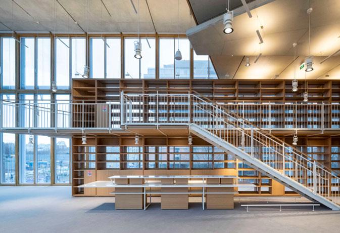 Uso estructural de las vigas laminadas de roble como solución sostenible en el muro cortina de madera que Renzo Piano ha diseñado para la sede Maison de l'Ordre des Avocats