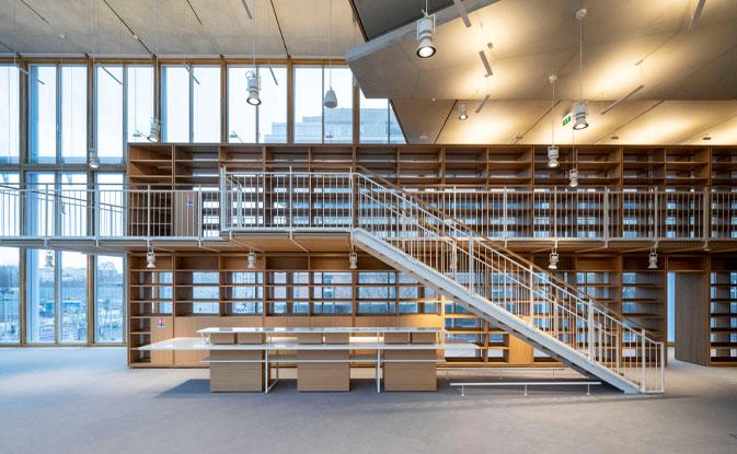 fachada con muro cortina de madera en la obra que Renzo Piano ha hecho en Maison de l'Ordre des Avocats Paris Francia