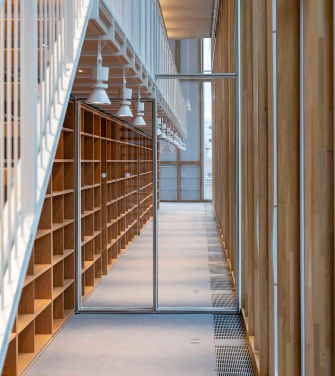 Muro cortina de madera de la nueva sede del colegio de abogados de París ModA diseñada por Renzo Piano, construido con la viga laminada de roble VIGAM de Grupo Gámiz