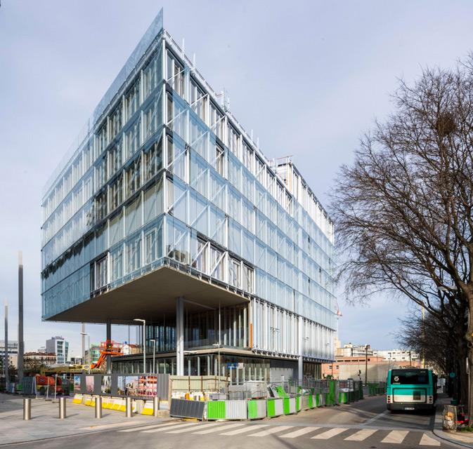 Fachada con muro cortina de madera de la nueva sede del colegio de abogados de París ModA diseñada por Renzo Piano. Construido con la viga laminada de roble VIGAM de Grupo Gámiz