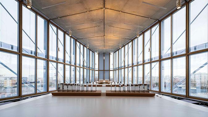Fachada muro cortina de madera aplicación en la sede Maison de l'Ordre des Avocats diseñada por Renzo Piano.