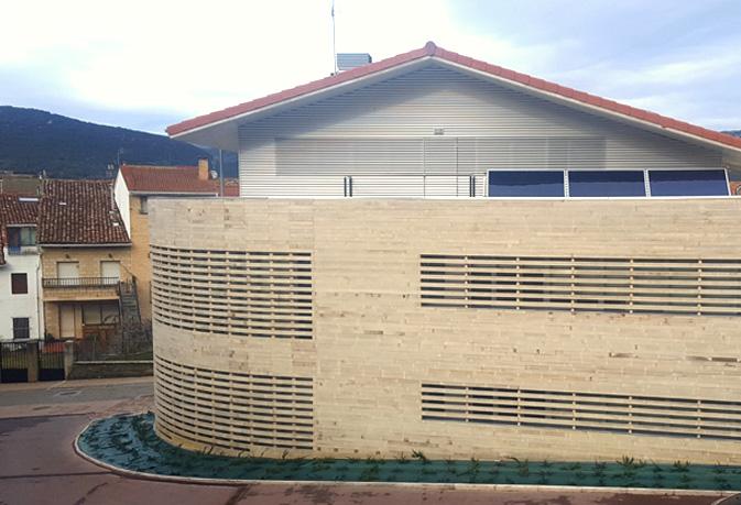 Centro de salud Santa Cruz de Campezo. Material Madera sostenible Accoya®